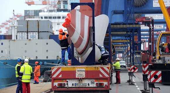 Transport of onshore rotor blades