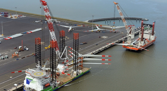"Transport of total rotors on Jack-up Vessel ""Innovation"" and ""Bold Tern"" at the Container Terminal Wilhelmshaven"