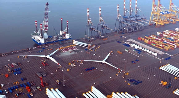 Assembly of rotors on the Container Terminal Bremerhaven