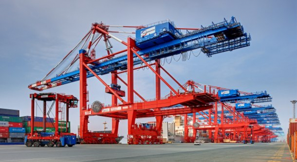 Container gantry at the EUROGATE Container Terminal Bremerhaven