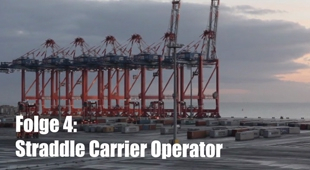 Straddle carrier
